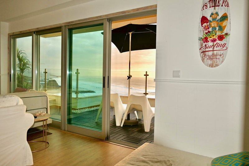 Casa da Baleia Seaview Penthouse at the center, vacation rental in Ericeira