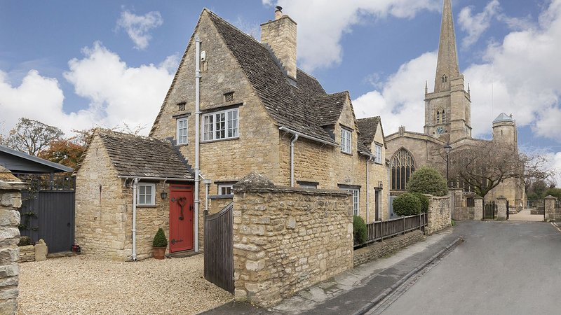 Church Cottage - Cosy character cottage with a sunny rose terrace, in the perfec, location de vacances à Holwell