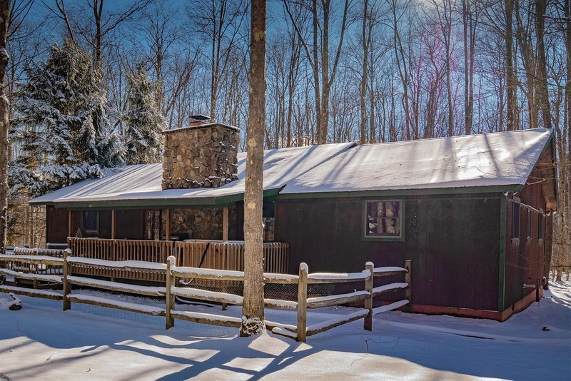 Timberstone - 583 Bobcat Road  Private 6 Acre Wooded Lot, Lake Access, Gas Firep, holiday rental in Canaan Valley