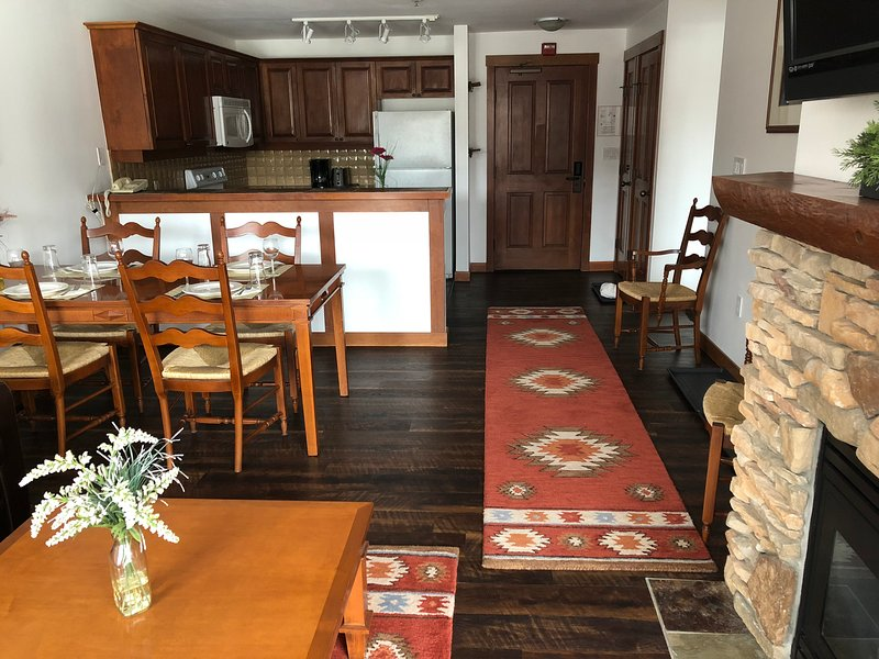 2BR Ski in/Out Slope & Village Views in Powderhorn, holiday rental in Solitude