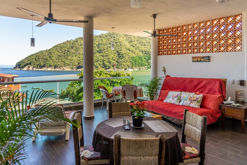 Beautiful views, romantic, quality everything, aluguéis de temporada em Yelapa