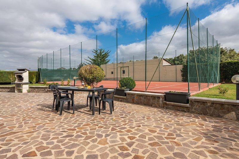 VILLETTA TENNIS 2: villetta con campo da tennis, 7 persone, holiday rental in Argentiera