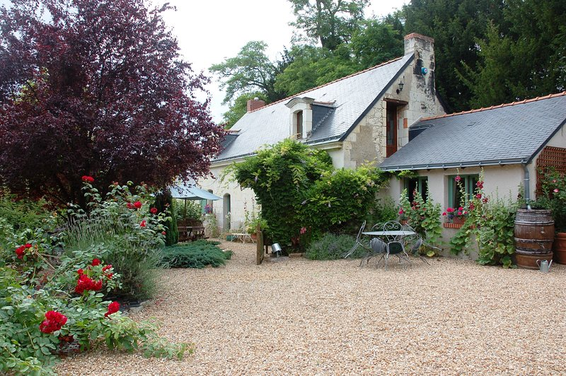 Le Logis du Pressoir Bed & Breakfast, holiday rental in Jarze