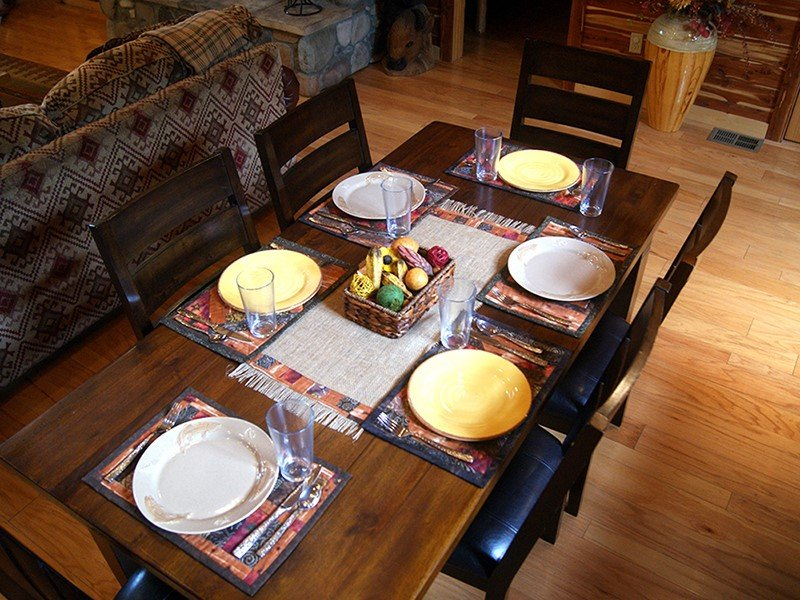 Dining Table,Furniture,Table,Pottery,Vase