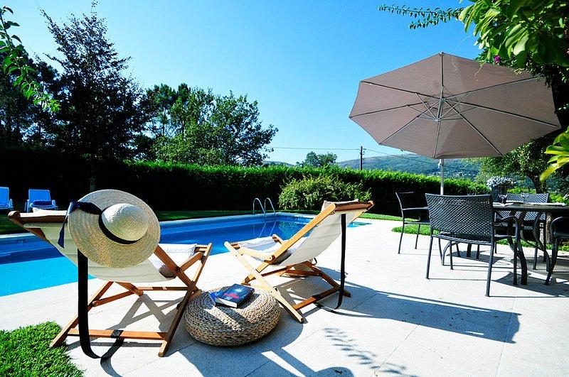 Venade Villa Sleeps 8 with Pool and WiFi - 5718909, alquiler vacacional en Vilar de Mouros