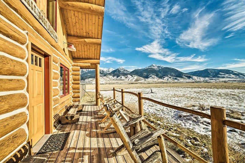 10-Acre Yellowstone Cabin w/Stunning Mtn View, location de vacances à Livingston