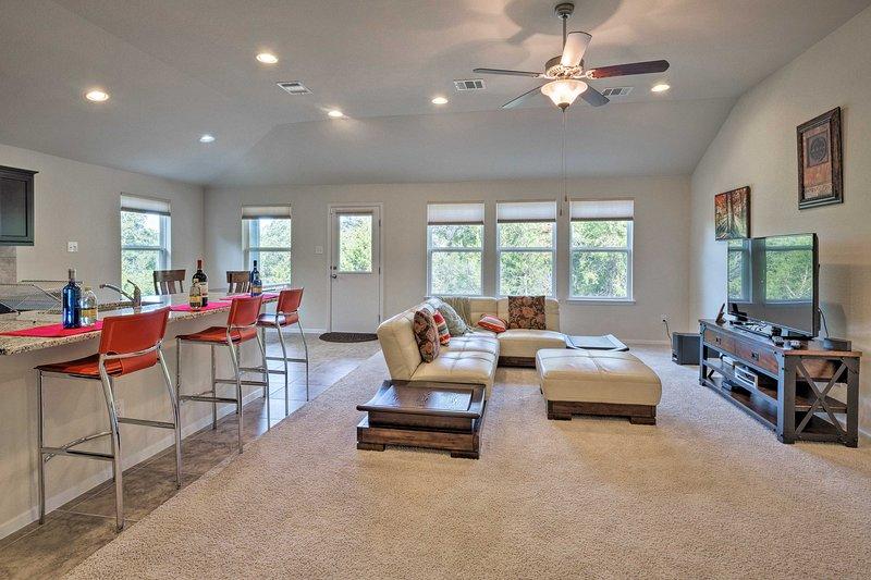 Enjoy this beauitful vacation rental in Lago Vista's Lake Travis community.