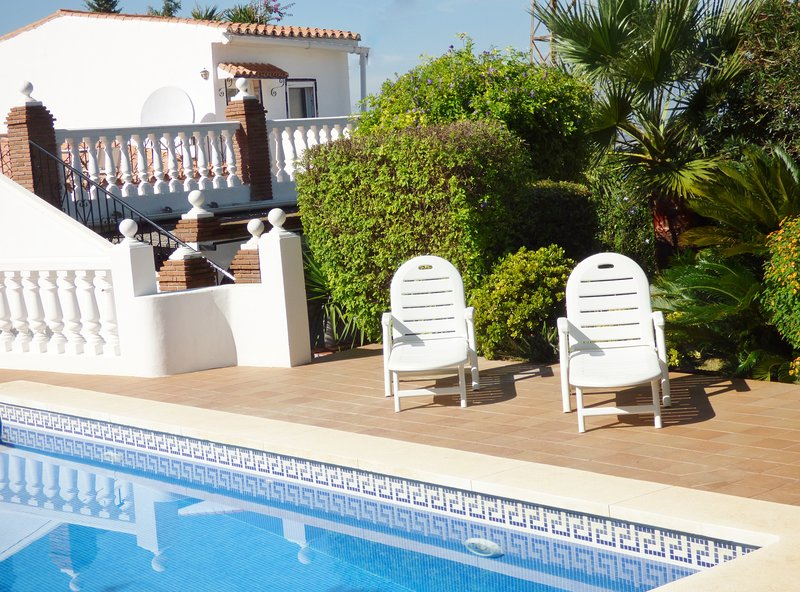 Finca Pavo Real - Private pool & garden. Hi speed Wifi.  Smart TV's in bedrooms, holiday rental in Alhaurin el Grande