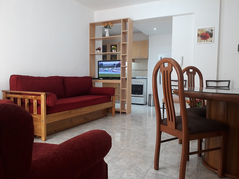 APARTAMENTO CON PATIO MUY LUMINOSO, location de vacances à Haedo