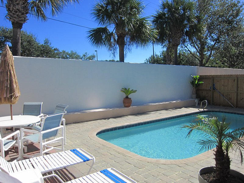 Your own Private Heated Pool and Poolside dining with Gas BBQ grill.