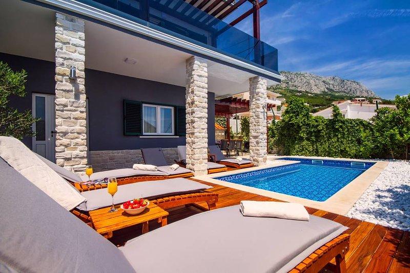 Villa Jasmina with heated pool, holiday rental in Stanici