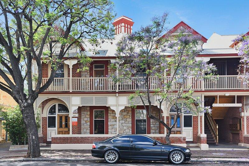 City Apartment * Cecil Mansions + WiFi + Parking, location de vacances à Walkerville