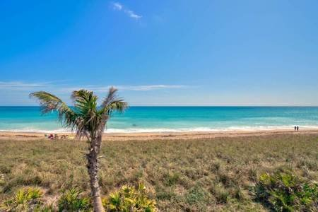 Oceanfront Beach Escape - Casa Rollan at Ocean Towers, holiday rental in Hutchinson Island
