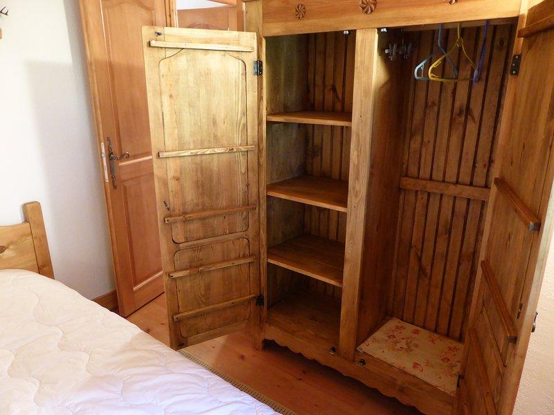 La unidad cuenta con un amplio espacio de almacenamiento para sus vacaciones.