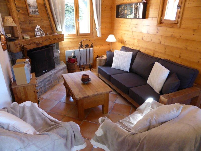 Relájese y rejuvenezca en la acogedora sala de estar de nuestro encantador chalet.