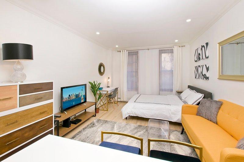 Super Luxury Upper East Side STUDIO ~4 RENT~, vacation rental in Woodside