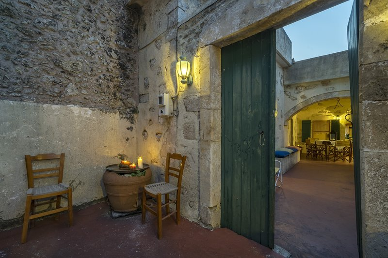 Moundros 1620 Venetian residence, vakantiewoning in Roustika