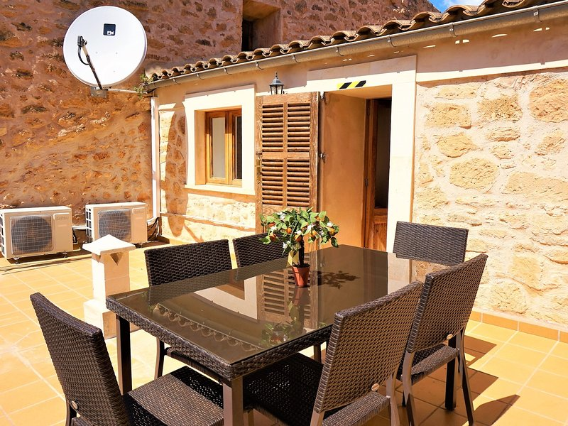 Can Climent - Townhouse with swimming pool in Lluchmayor, WIFI GRATIS, location de vacances à Randa