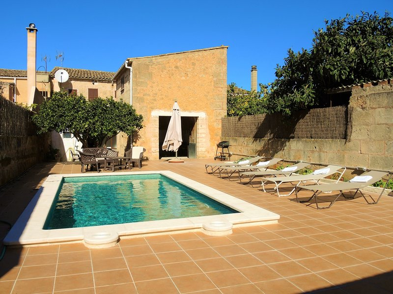 Casa Campet - Townhouse with swimmingpool in Algaida, FREE WIFI, location de vacances à Pina