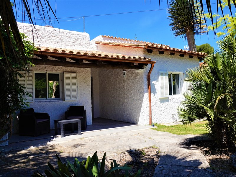 Casa Enriqueta - House in front of the beach in Playa de