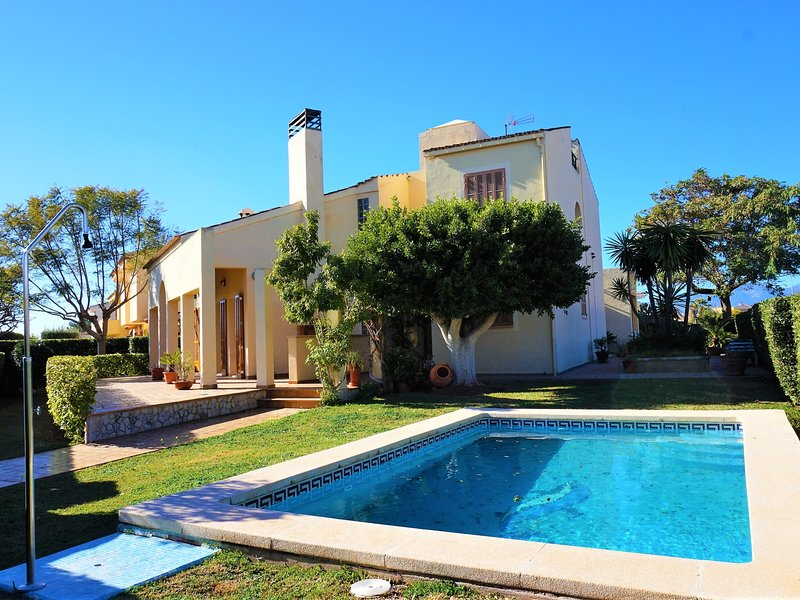 Casa Felix - Villa with swimming pool on the outskirts of Palma,WIFI GRATIS, vacation rental in Can Pastilla