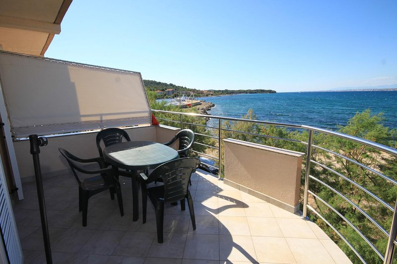 Zdrelac Apartment Sleeps 4 with Air Con - 5468033, holiday rental in Banj