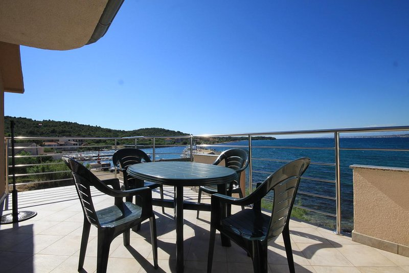 Zdrelac Apartment Sleeps 4 with Air Con - 5468039, holiday rental in Banj