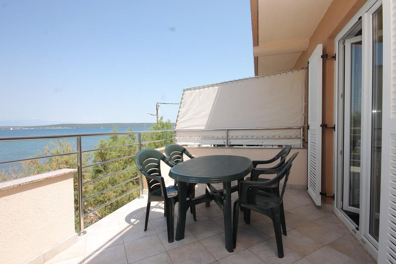 Zdrelac Apartment Sleeps 4 with Air Con - 5468025, holiday rental in Banj
