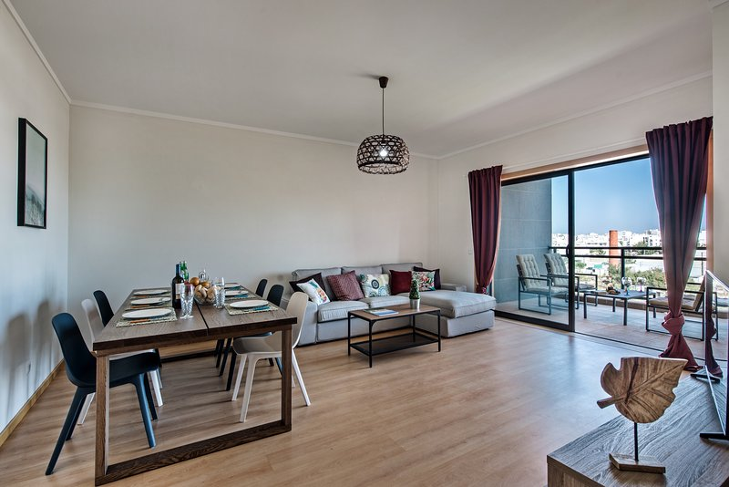 Apartment Rossio | Fabulous 2 bedroom apartment with rooftop pool, holiday rental in Ilha Do Farol