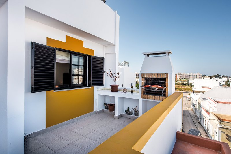 Apartment Marinheiro | Lovely renovated apartment in the heart of Olhao Sleeps 4, holiday rental in Ilha Do Farol
