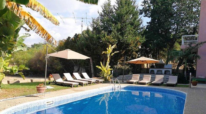 Villa Green Sea, near Coral Beach, 6 bedroom, aluguéis de temporada em Coral Bay