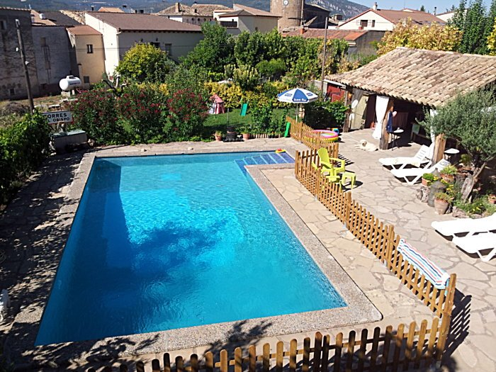 Nice apt with pool access & terrace, holiday rental in Peralta de la Sal