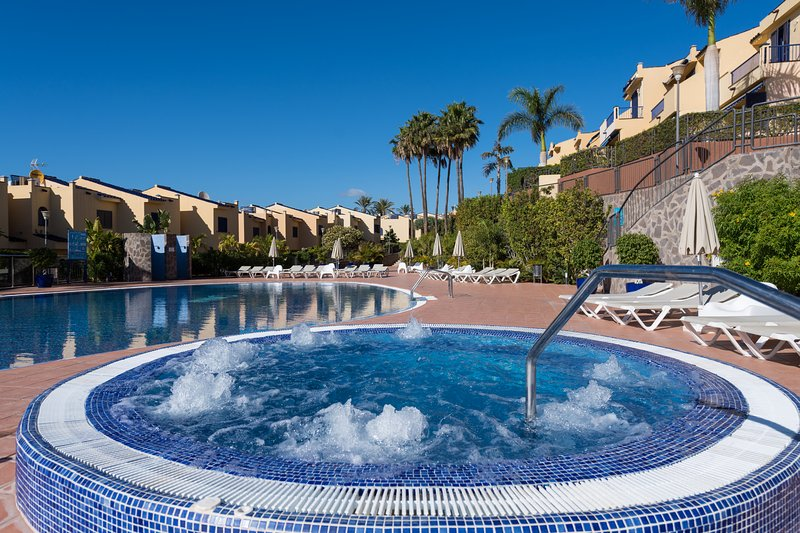 Bahía Meloneras, playa, piscina, jacuzzi, vistas al mar, barbacoa,...., holiday rental in Meloneras