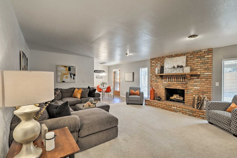 Country Club Home - 18 Miles to Arizona Snowbowl!, vacation rental in Flagstaff