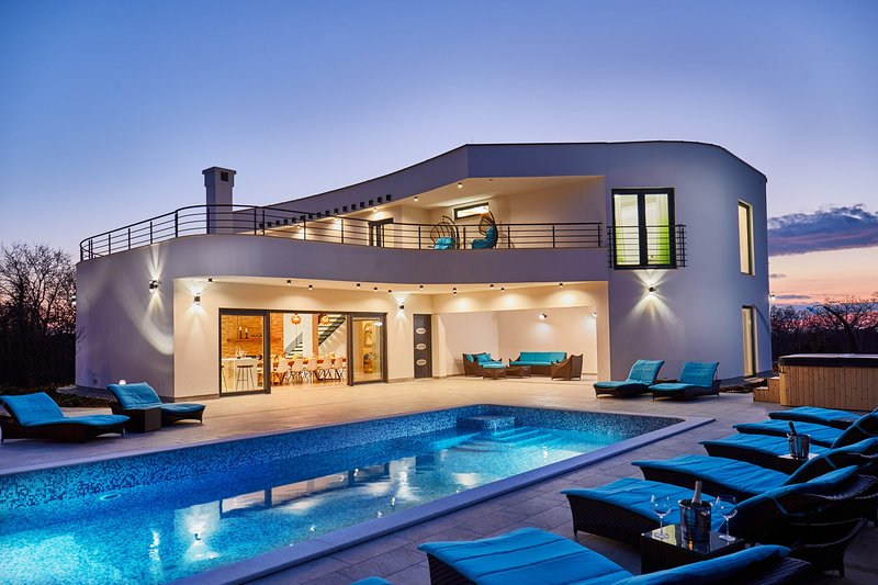 Villa  Dominika, near Rovinj, Tennis, Mini golf, Big Pool, location de vacances à Jursici