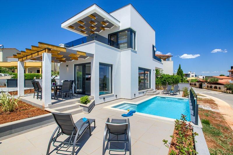Villa Bora, Liznjan/Medulin, 3 Bedrooms, Sea view, location de vacances à Liznjan