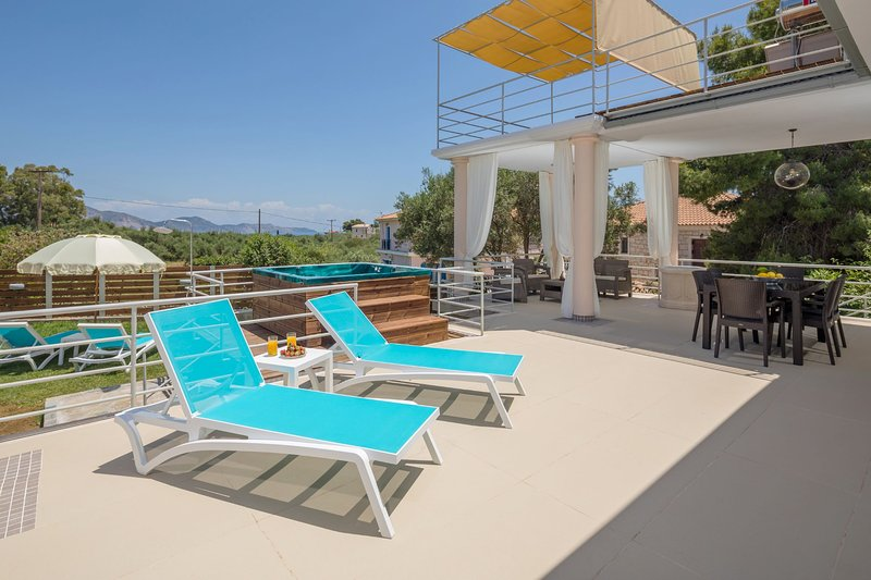 2 Bedroom Villa Annaset, Agios Sostis, Zakynthos, location de vacances à Porto Koukla