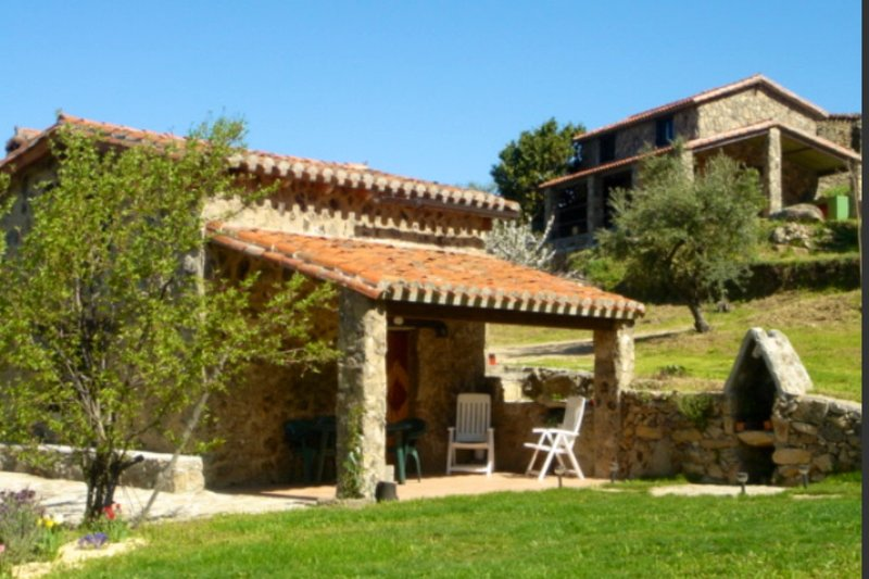 Preciosa casa de piedra en plena Naturaleza, vacation rental in Hervas