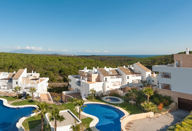 Penthouse apartment in Alcaidesa Links Golf Resort, holiday rental in Pueblo Nuevo de Guadiaro