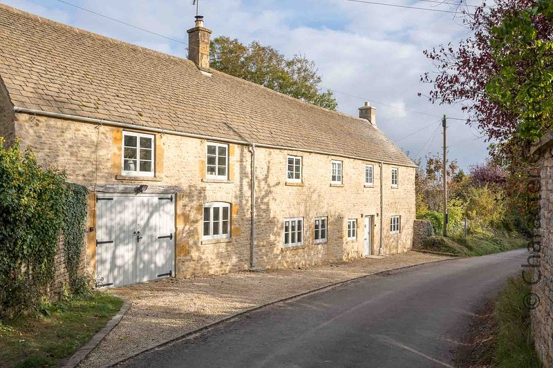 The Old Forge is an exquisite property located in the village of Maugersbury, casa vacanza a Stow-on-the-Wold