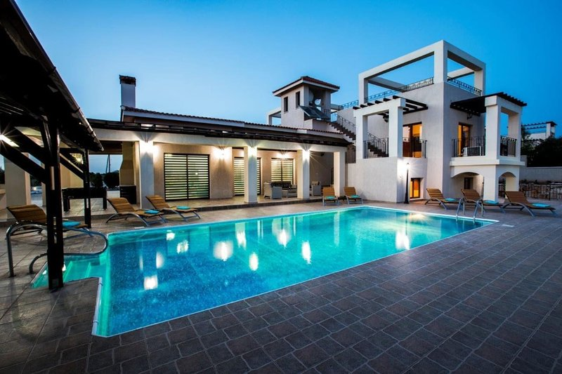 Paphos TOP luxurious Villa above Coral Bay, holiday rental in Pano Arodes