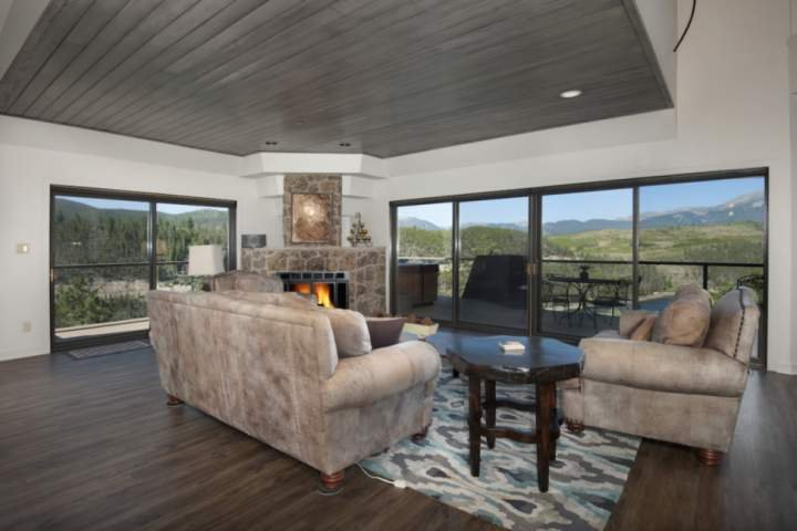 Snuggle Up In Front Of The Fireplace And Enjoy The Amazing Views