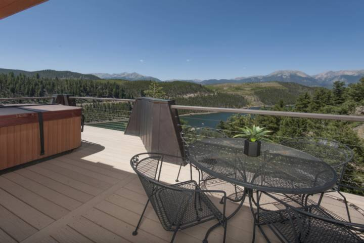 Amazing Mountain Range & Lake Views! Wood Fireplace, King in Master & Private Ho Chalet in Arapahoe Basin