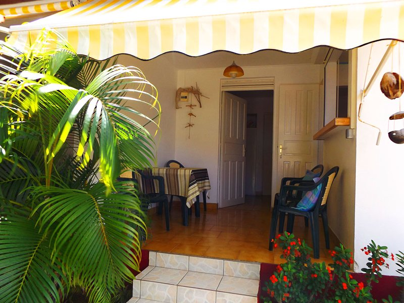 Amazing apt with sea view & terrace, alquiler de vacaciones en Trois Rivieres