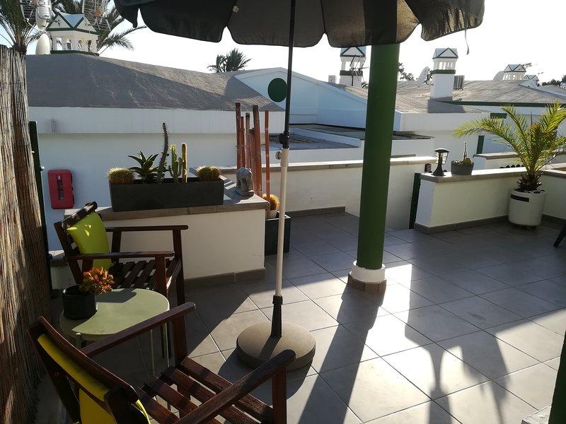 Entrada y terraza 1