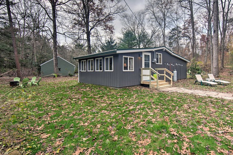 Creekside 'Stoney Cabin' - 15 Min to Harrisburg, holiday rental in Linglestown