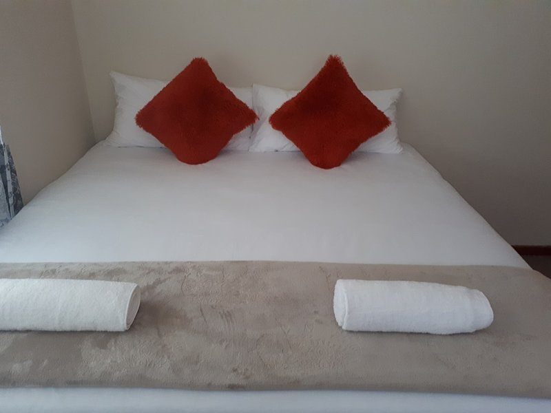 Room nr5 - With own bathroom, aircon and WiFi, accommodate 2 people