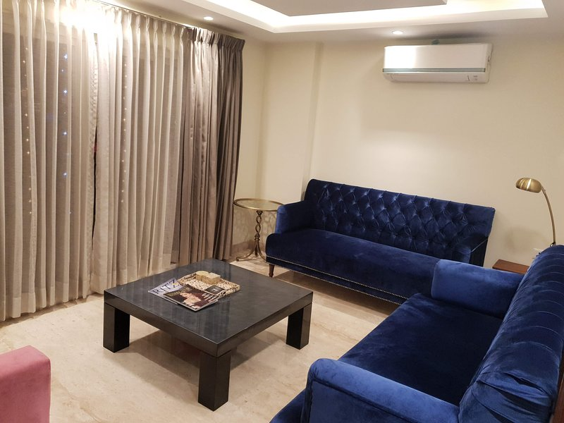 3+ BHK 'Luxe Condo'..2 mins from Airport, holiday rental in Durgapura