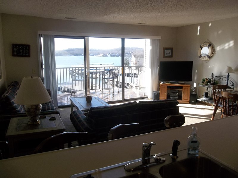 Great Condo With Only One Step In!!  Awesome View Of Lake & Pool! King Bed, vacation rental in Lake Ozark