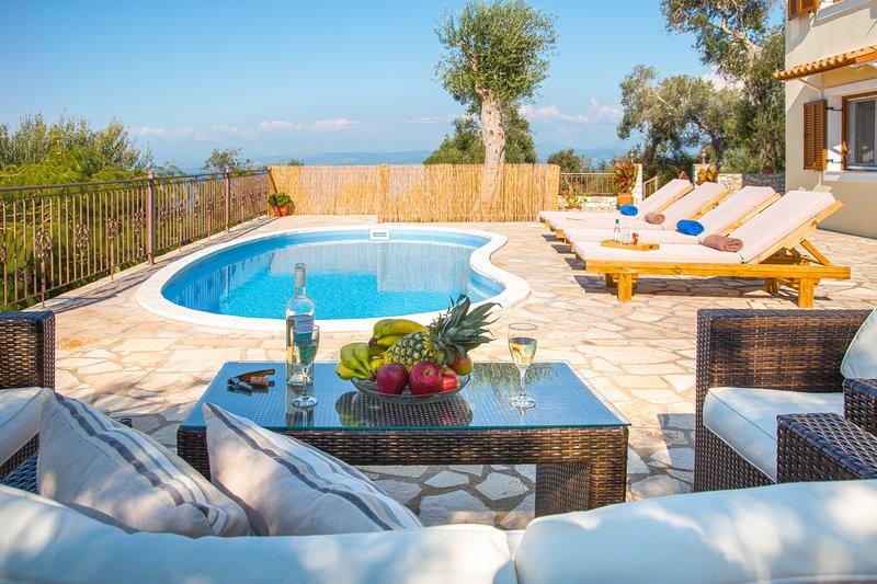 Villa Isavros Near Magazia, Paxos. Sleeps 2-4. Villa With A Pool And Sea Views, alquiler vacacional en Magaziá